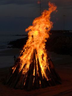 New-Years-Eve-Burnie-Bonfire-20151231-002