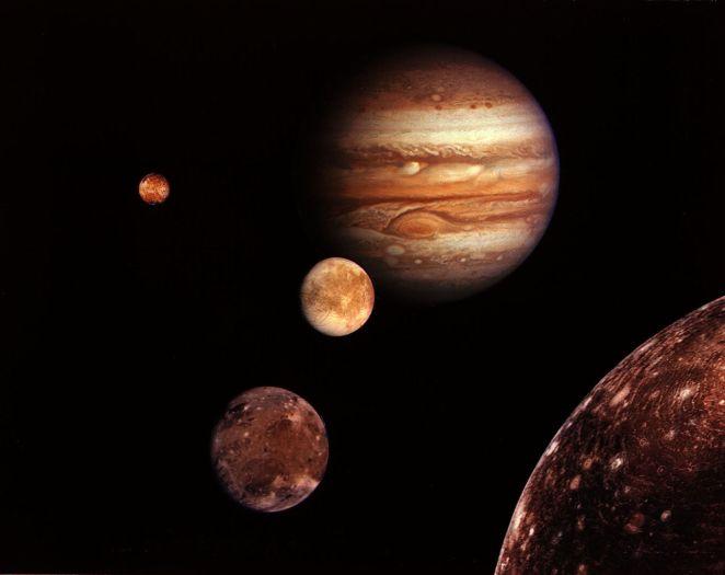 1280px-Jupiter_family