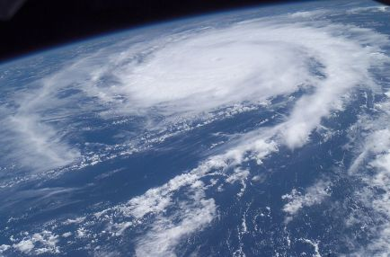 800px-Hurricane_Frances_from_the_ISS_-_10AM._EDT_AUG_27_2004