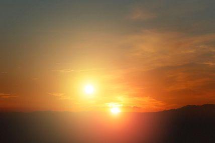 1024px-Alien_sunset