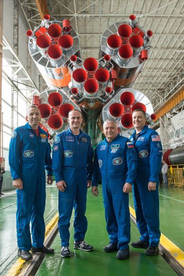 Soyuz_MS-04_crew_and_backup_crew_in_front_of_their_booster_rocket